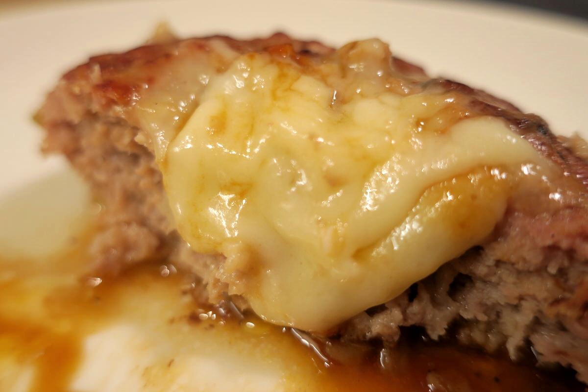チーズたっぷりな成城石井のハンバーグ
