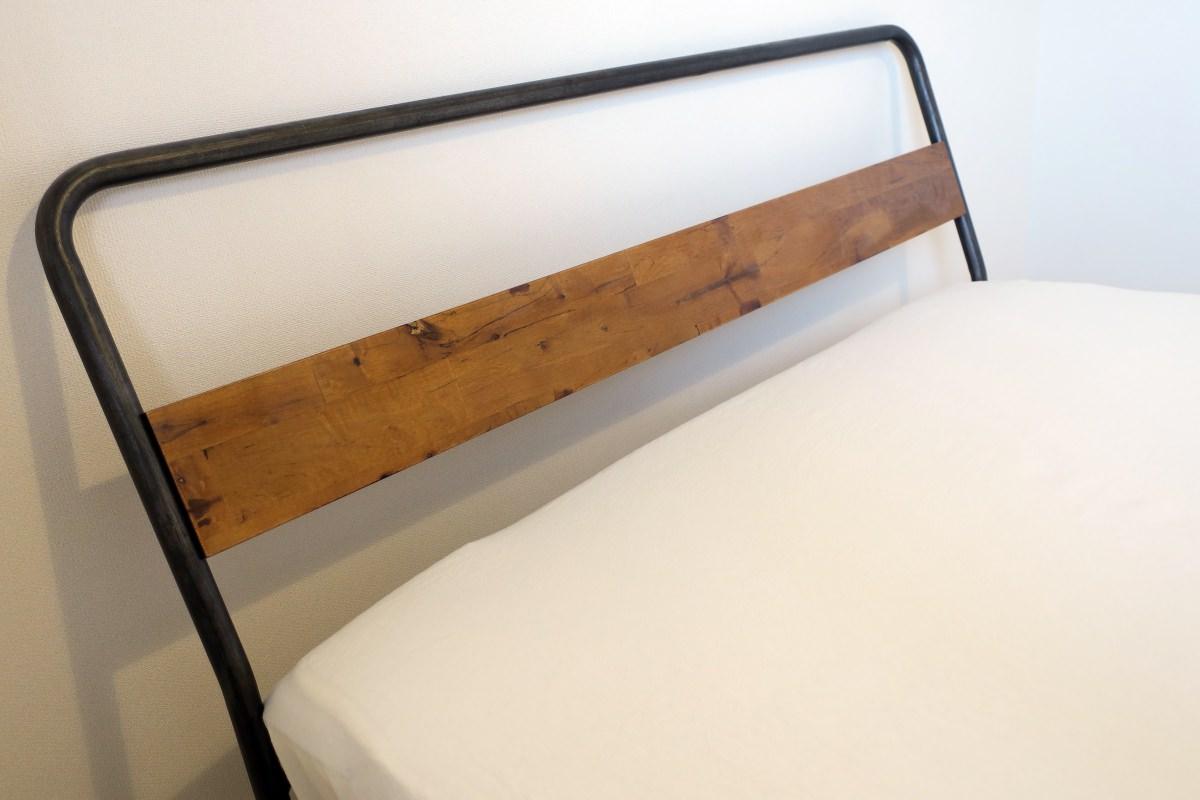 アデペシュのベッド、ヘッドボード