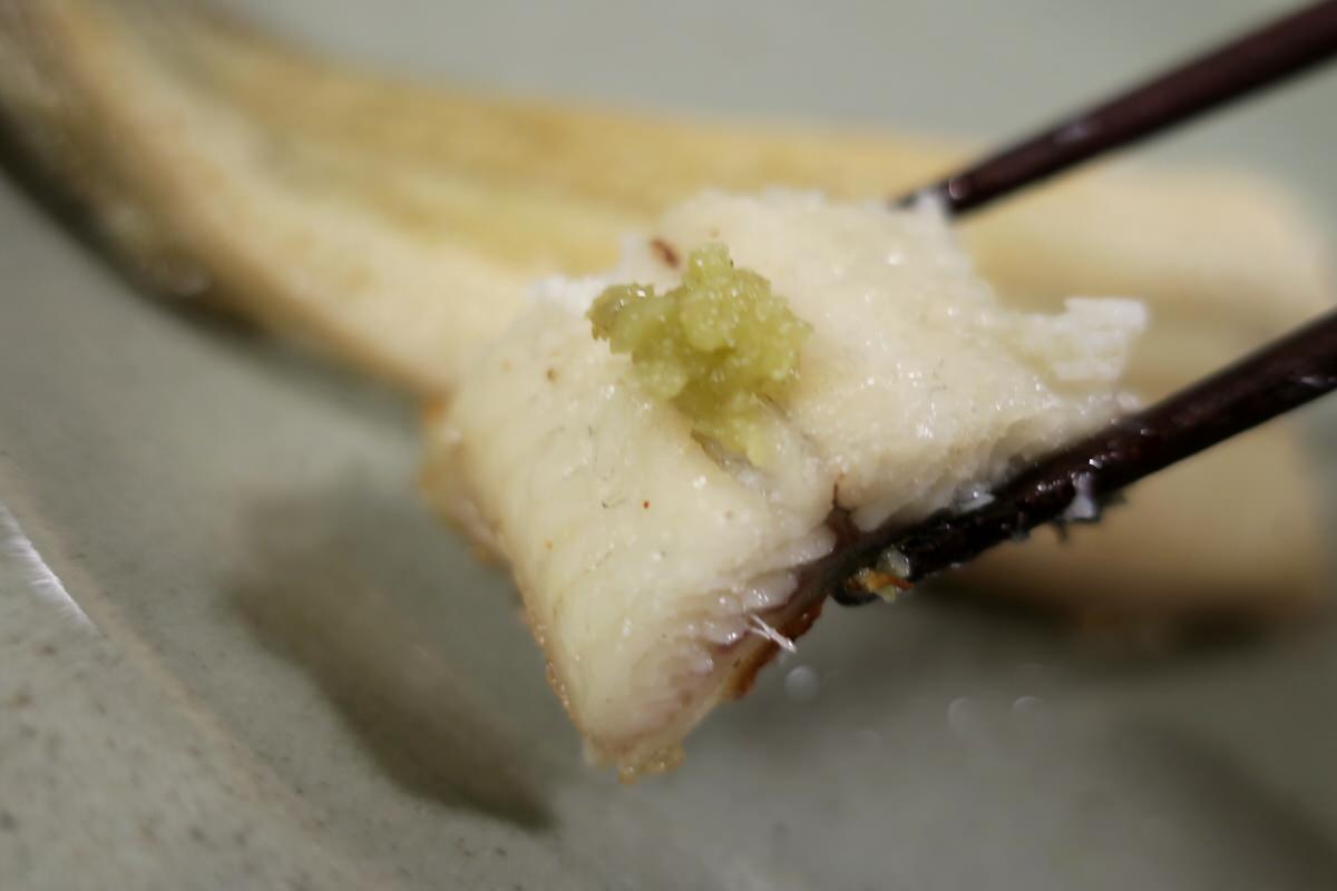 関西風うなぎの白焼きを食べる