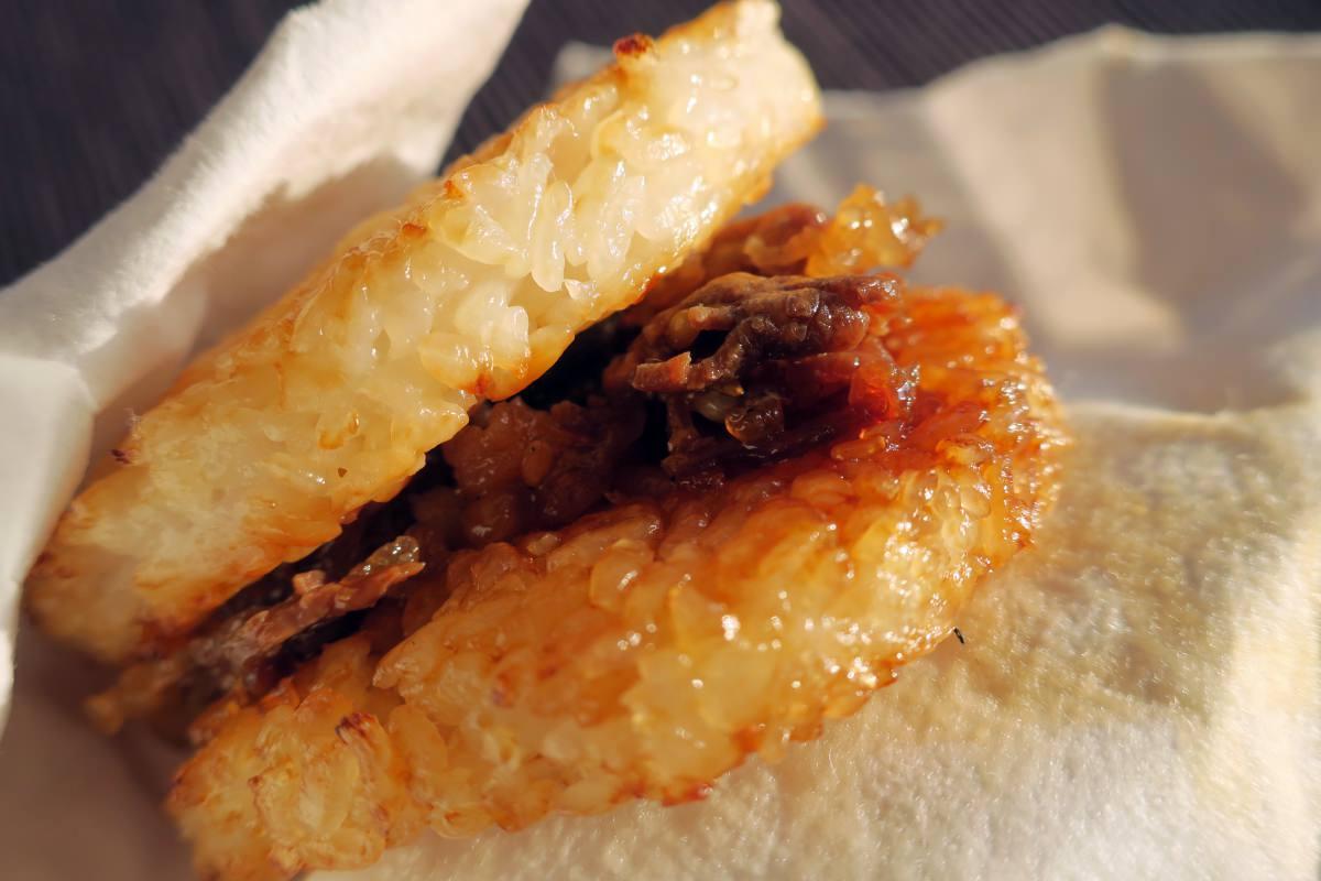 叙々苑焼肉ライスバーガーを食べる