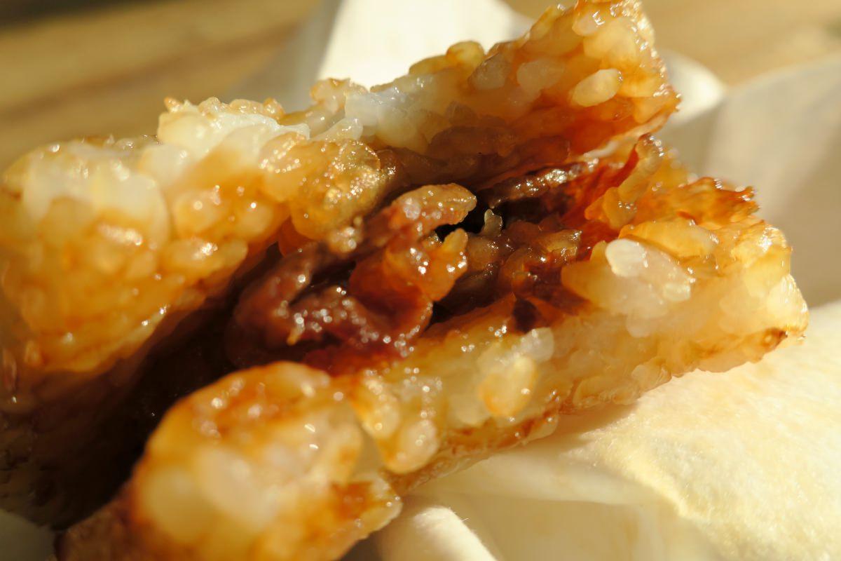 国産牛バラ肉の入った叙々苑焼肉ライスバーガー