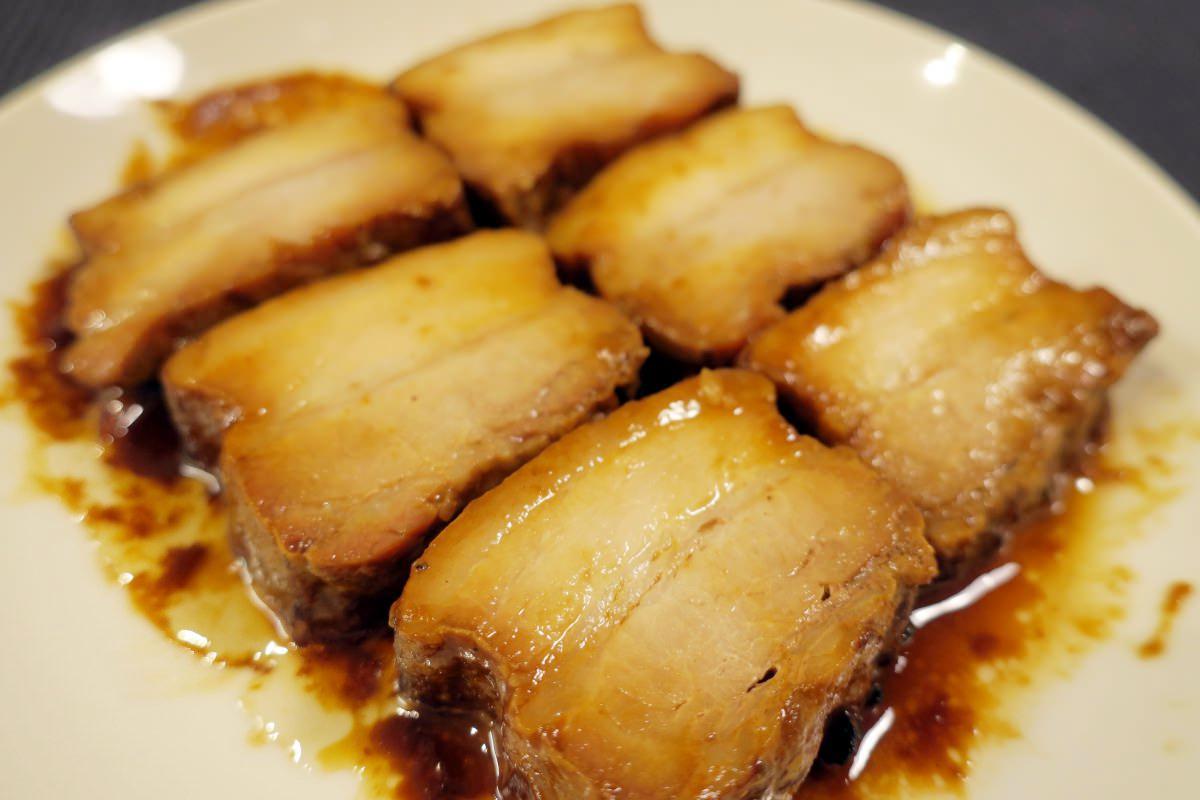 米久の豚肉の味噌煮込みを食べる