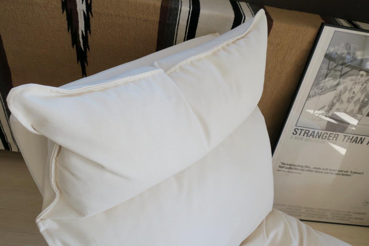 リクライニング機能のあるソファのヘッドレスト