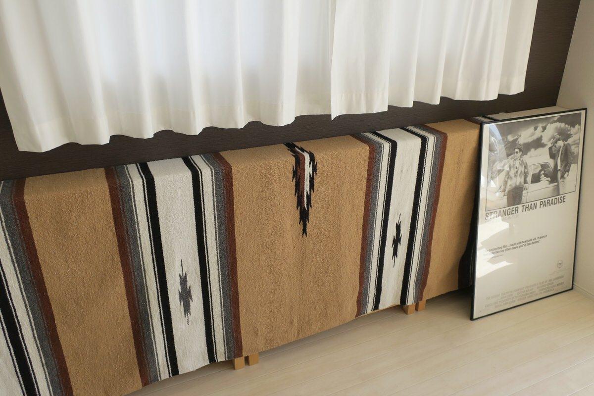 窓下のデッドスペースに無印良品の本棚を設置する