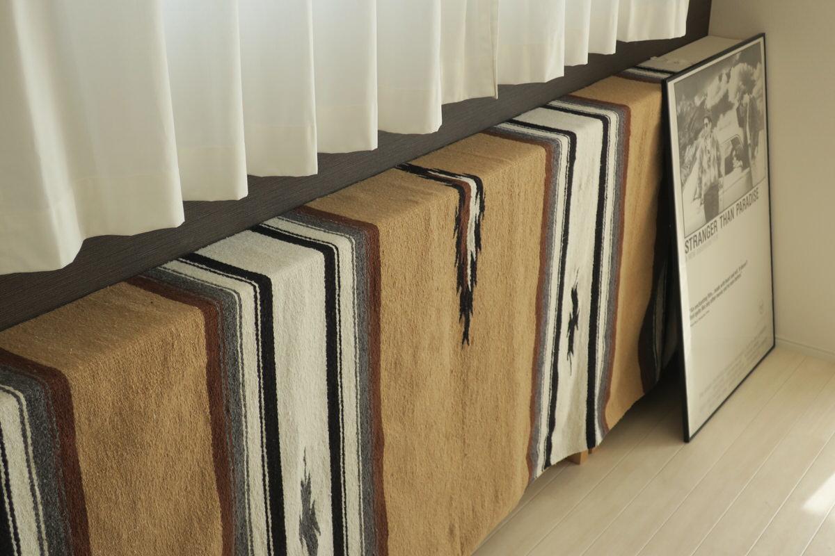 無印良品の本棚は薄型で場所を取らないからリビングにもオススメ