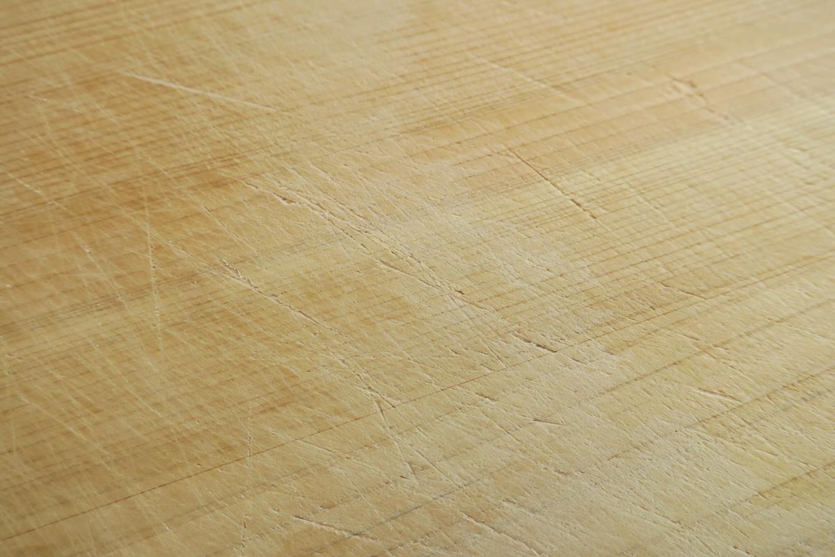 ヒノキまな板で包丁の切れ味をキープする