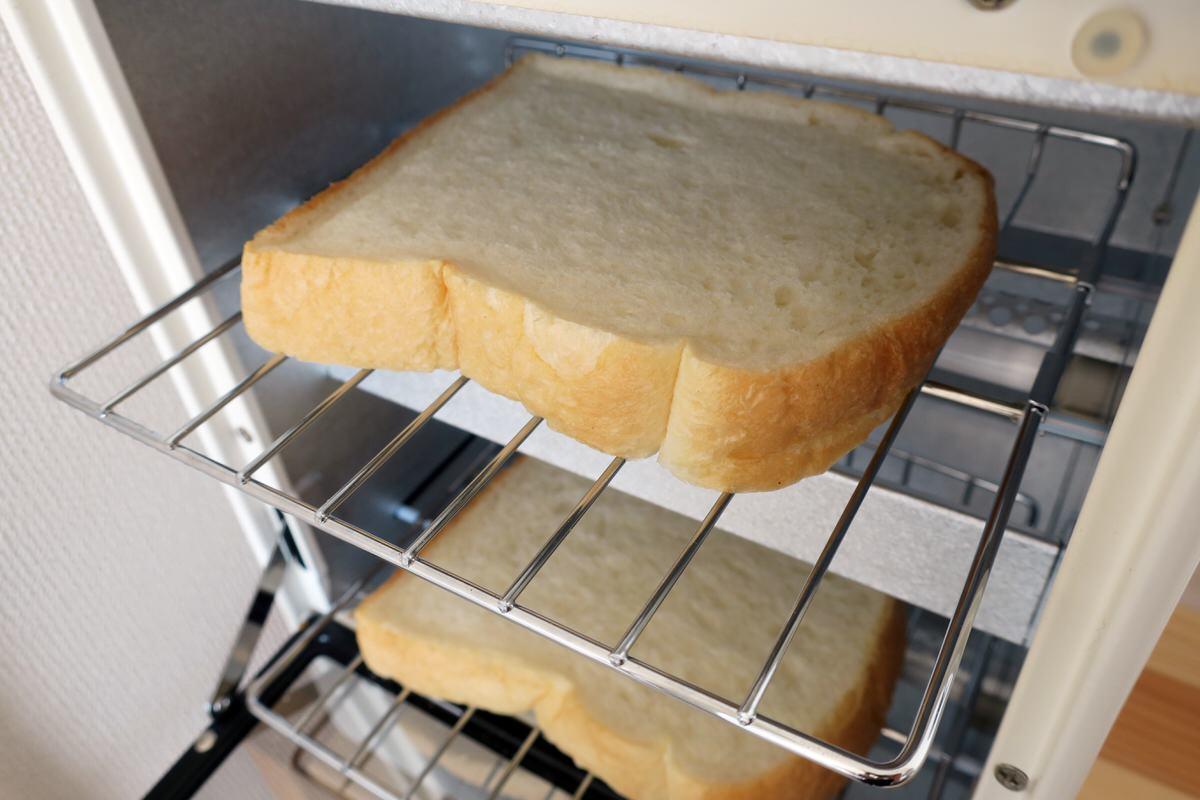 無印良品のトースター二段にパンをセットする