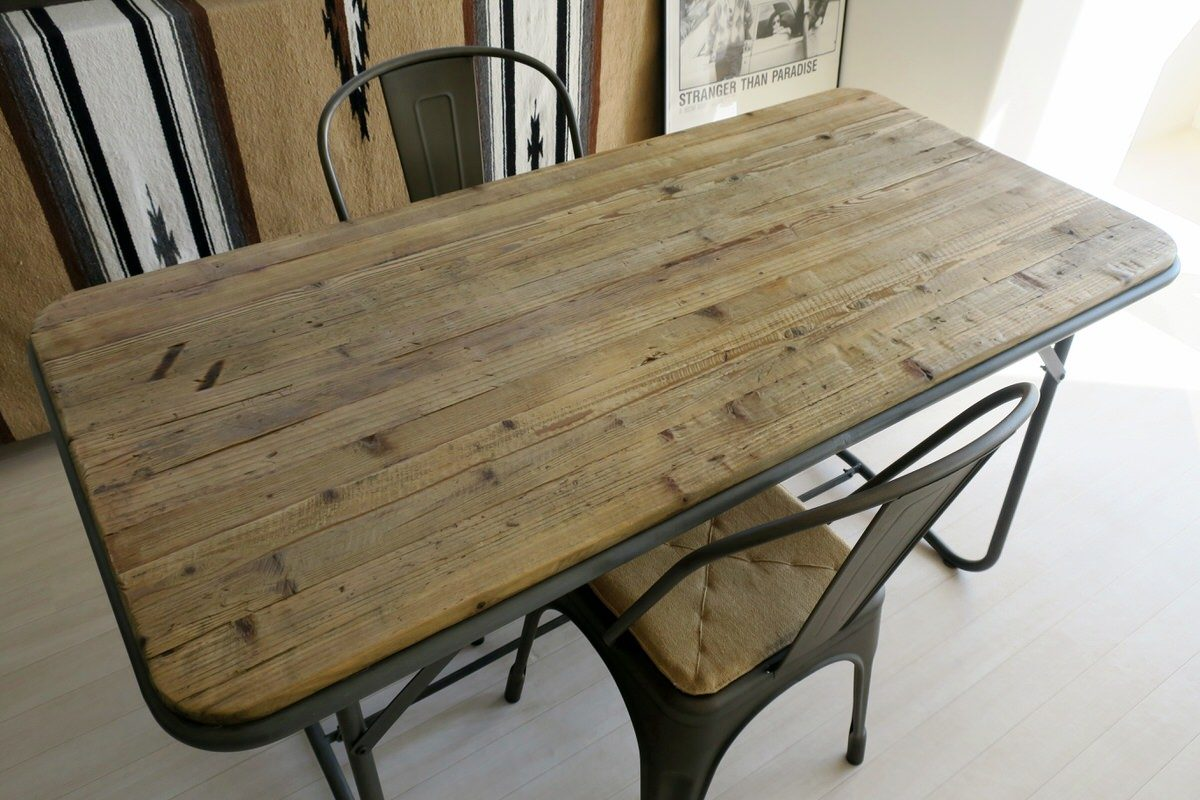 古材のダイニングテーブルでカフェ風インテリアに