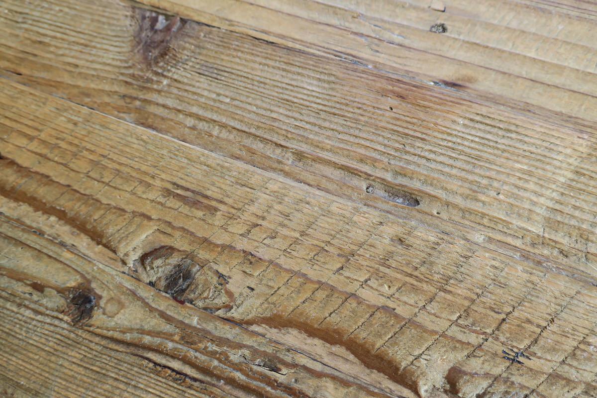 古材の天板を利用したダイニングテーブル