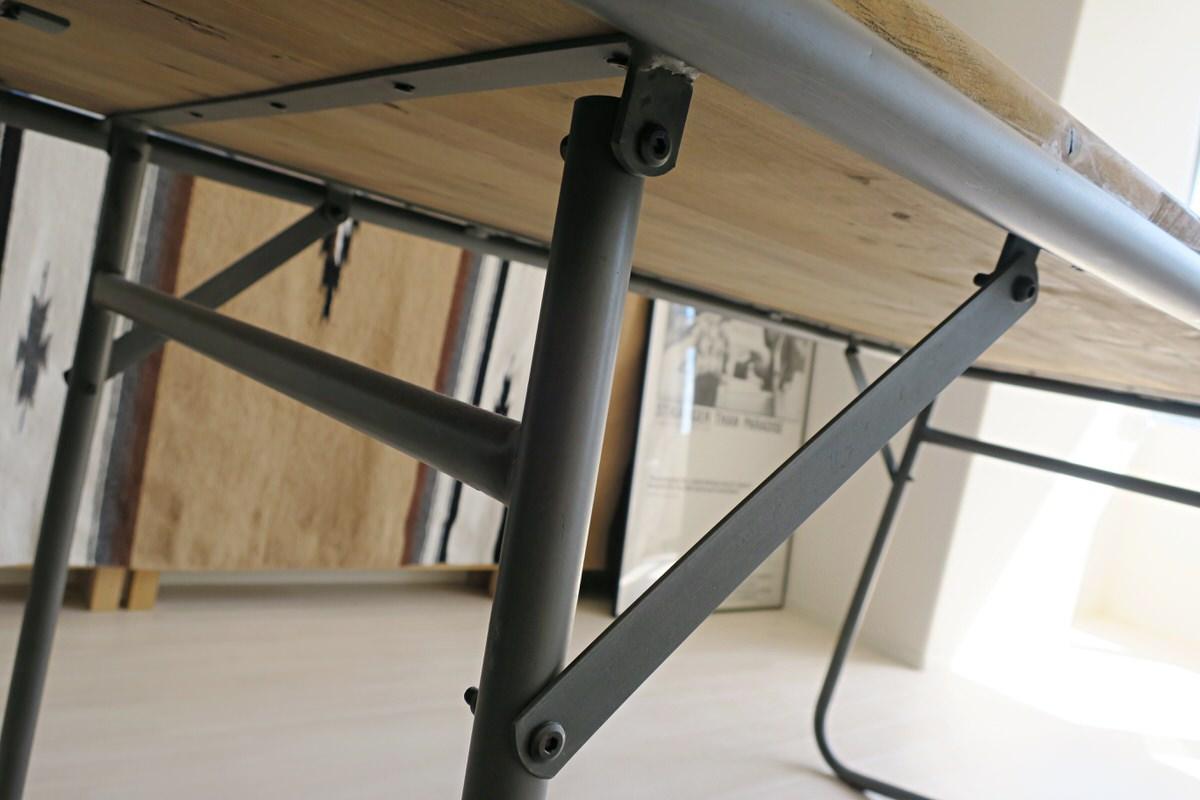 古材と鉄脚のダイニングテーブル