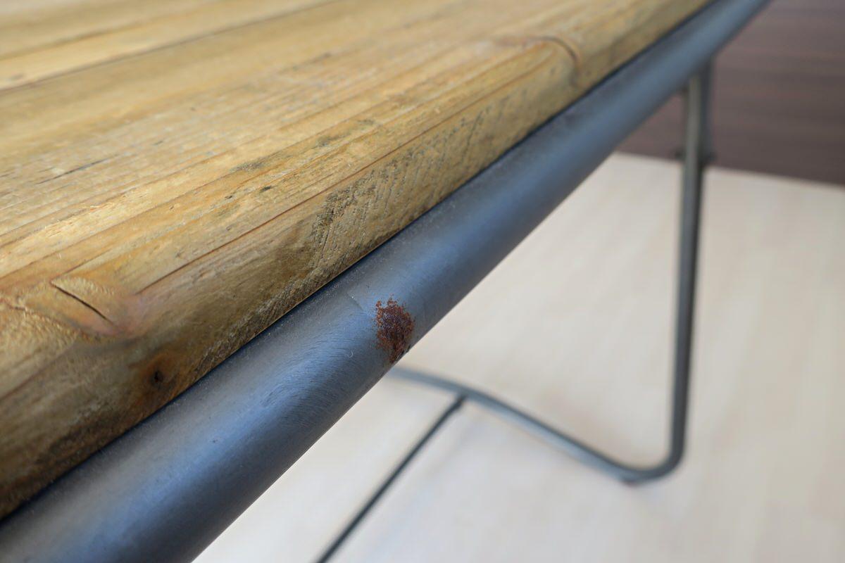 ビンテージ風のダイニングテーブル