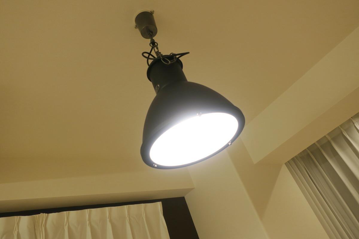 間接照明のような優しい明かりのペンダントライト