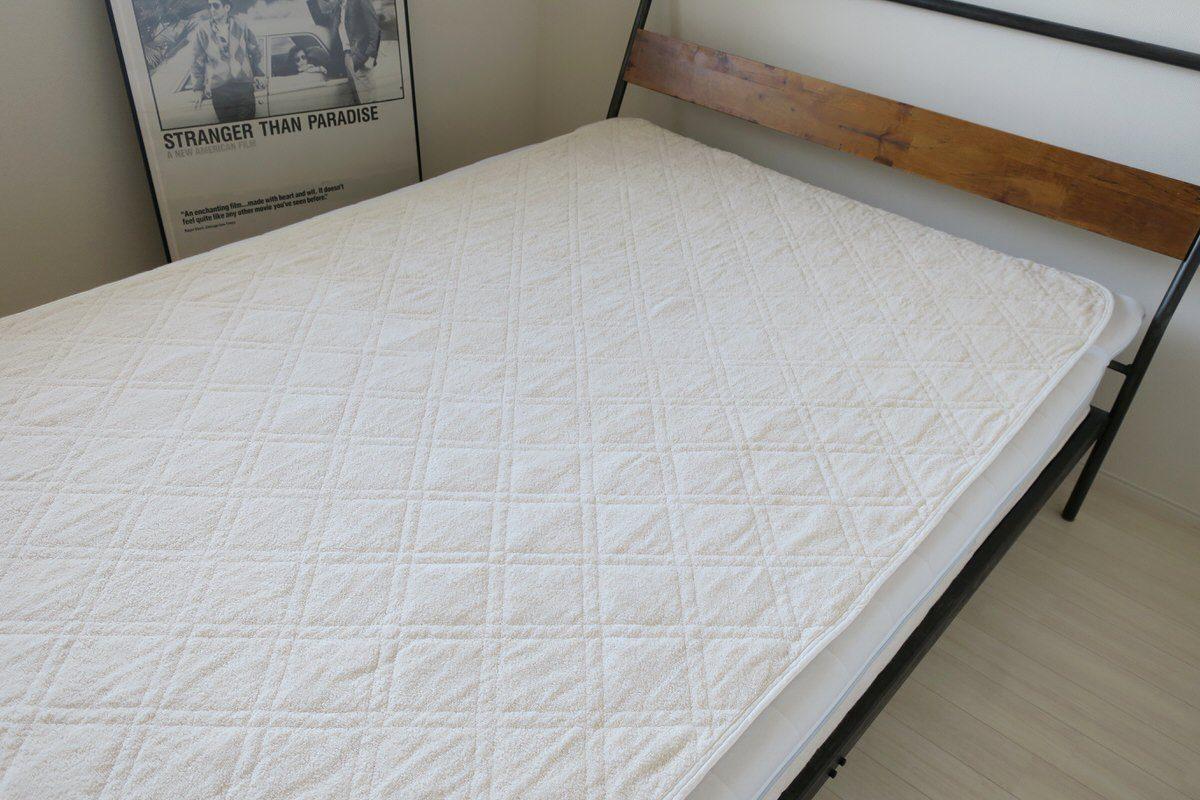 背中ニキビ対策に綿100%の敷きパッドを使う
