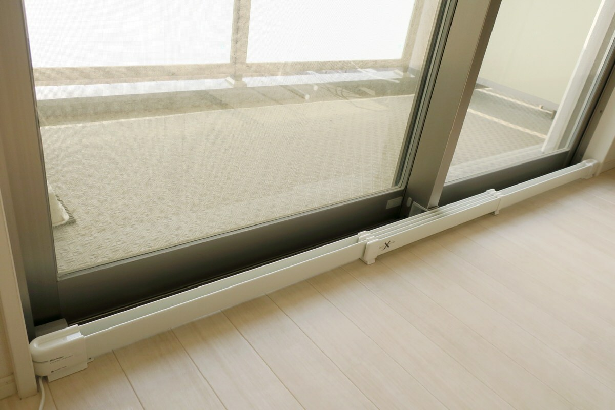 窓下ヒーターでガラス窓の防寒と結露防止