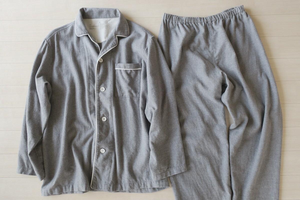 無印良品の脇に縫い目のないフランネルパジャマ